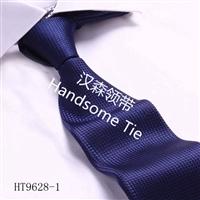 匠心品质 专业质检 精工细做 涤丝手工领带制作