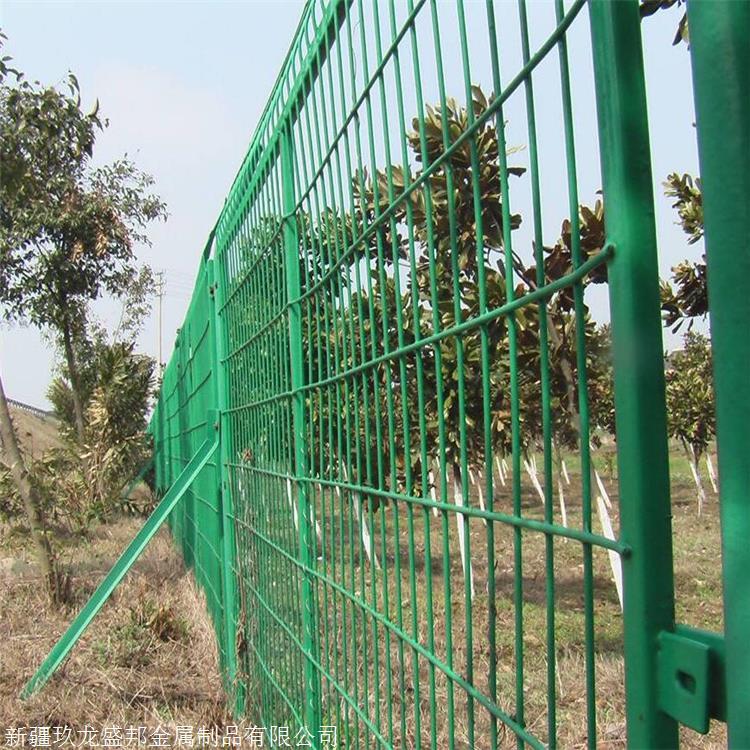 新疆焊接网隔离栅实体厂家直销图片