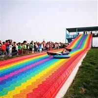 上上下下玩彩虹滑道玩的很欢 旱雪滑道 七彩滑道 景区游乐设备