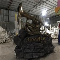 江门玻璃钢冲锋号雕塑造型 玻璃钢革命战争主题雕塑