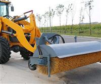 裝載機掃雪棍價格 鏟車掃雪滾刷參數 偏擺式掃雪滾刷