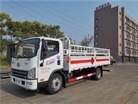 供应国六东风新款配置 5吨易燃气体厢式车