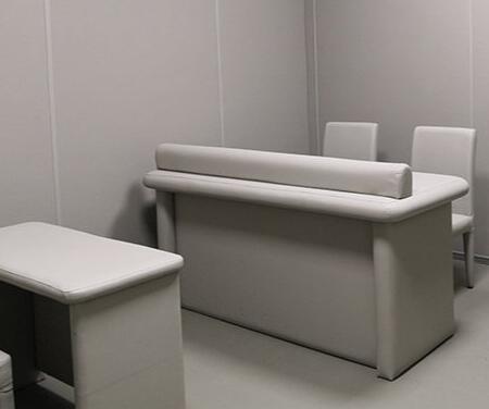 羁押询问室防撞软包墙面装修案例 审讯室留置室防撞墙