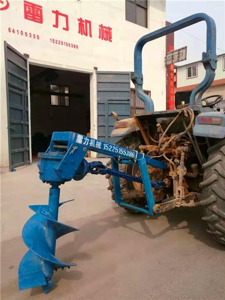 拖拉机挖坑机打洞恰到好处