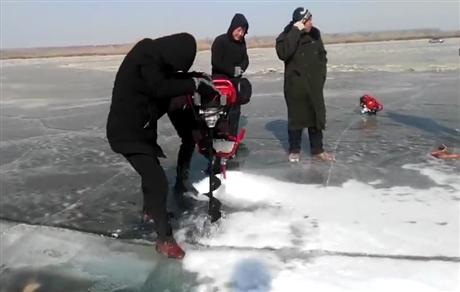 钻冰机冰上打孔机快速出鱼