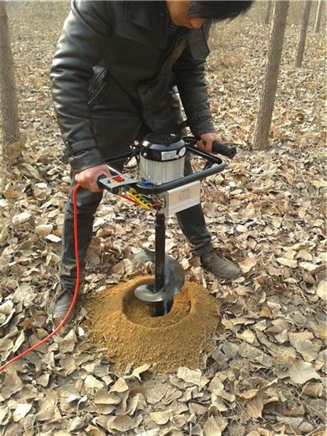 小型挖孔机种植钻坑好途径