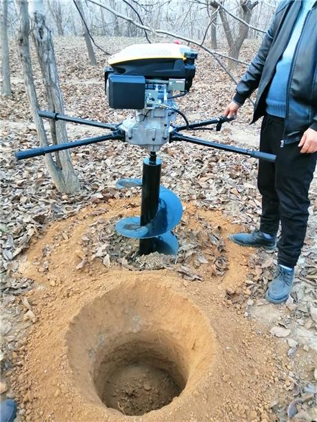 汽油版植树挖孔机经济又灵活