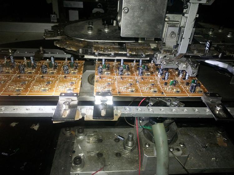 自動送板立式插件機