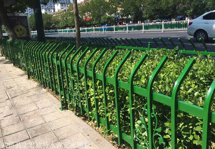 仙桃潜江锌钢草坪围栏锌钢草坪护栏绿化带护栏厂家直销