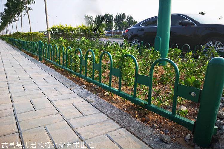 本溪锌钢草坪围栏锌钢草坪护栏绿化带护栏厂家直销