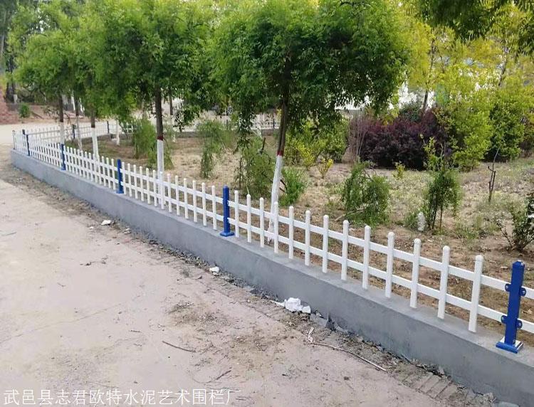 周口商水锌钢草坪围栏锌钢草坪护栏绿化带护栏代理