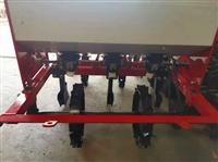 三点悬挂式四轮带多种农机具 大葱收获机 覆膜打药机
