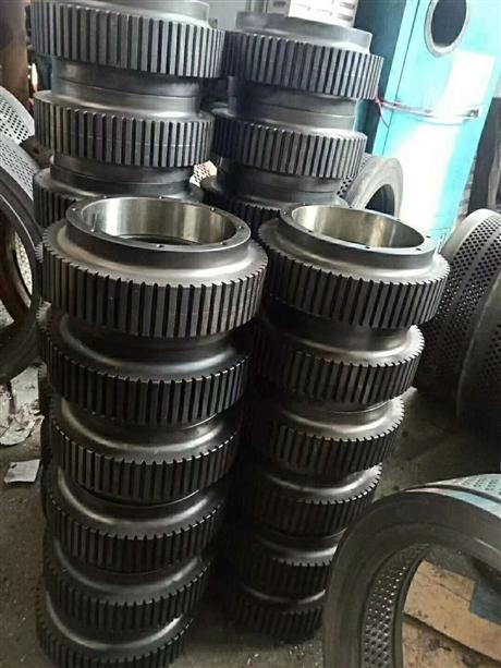 山东厂家直销木屑颗粒机配件 压辊皮  压辊总成