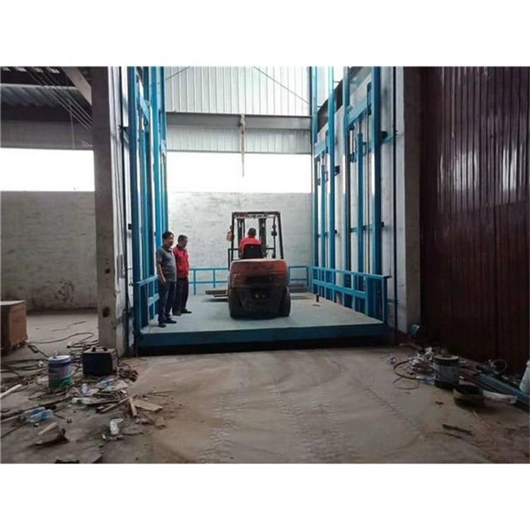 室外安装升高2层3层导轨式升降机价格 桂林载重2吨升降平台厂家