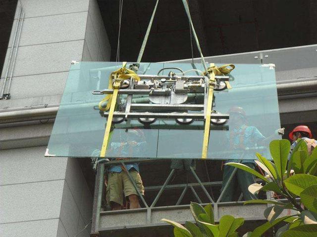 深圳玻璃幕墙维修安装更换公司