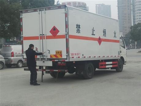 昆明煤氣瓶運輸車廠家電話陳功武
