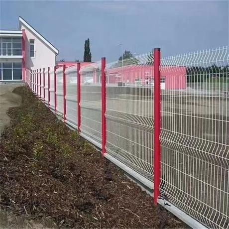 大量供应桃型柱护栏网