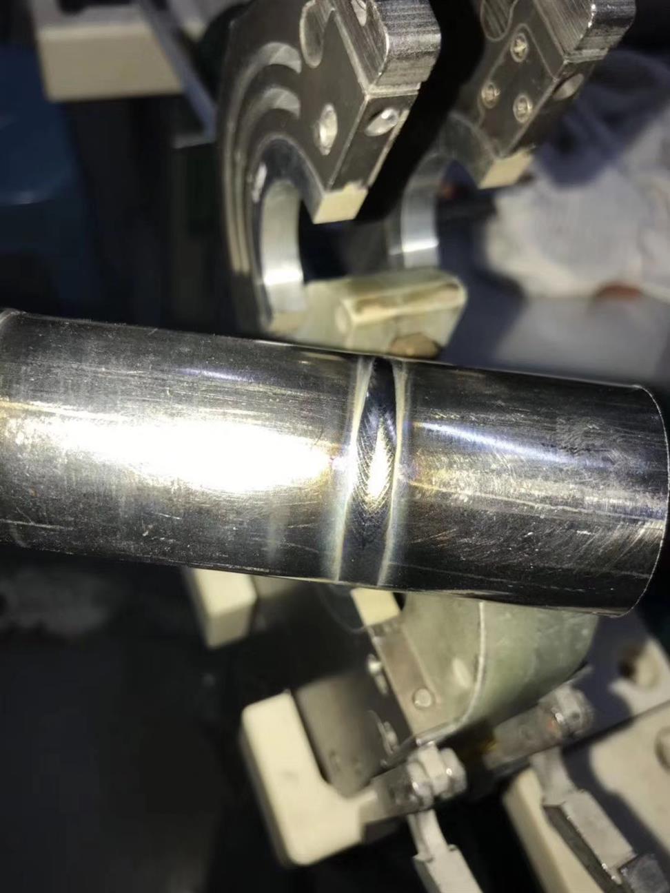 正规封闭式管子自动焊机