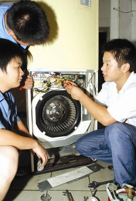 桂林市中央空調維修價格 科龍空調維修電話 維修就找我們 更專業