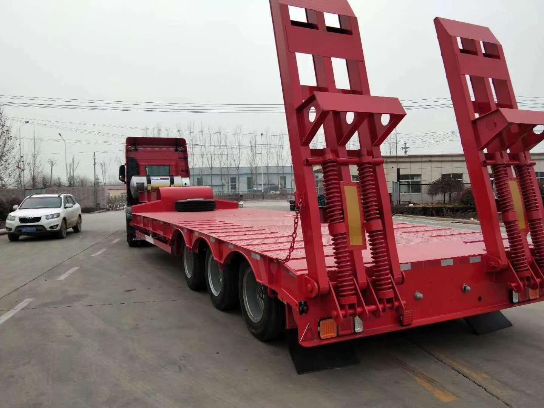 11米勾机板半挂车 好用的钩机板半挂车 可按需定制