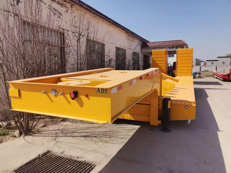 11米勾机板半挂车 钩机板半挂车生产厂家 功能齐全 适应性比较强