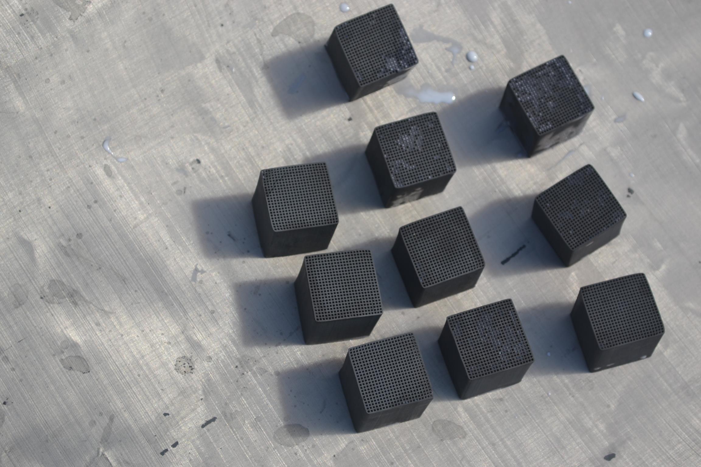 大連蜂窩活性炭安裝 定制蜂窩活性炭 專業生產各種活性炭
