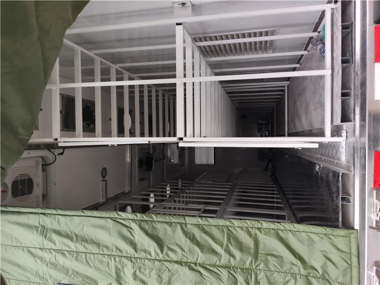 福田奧鈴雞苗運輸車車廂內部