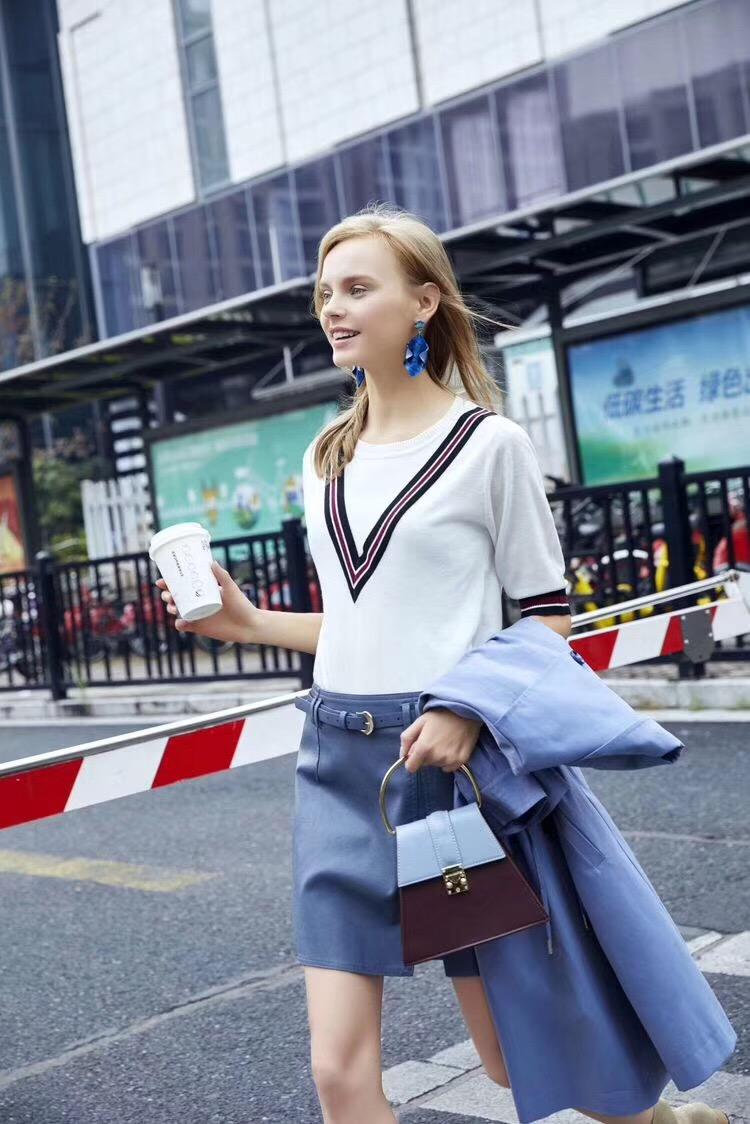 品牌折扣女装批发价格 连衣裙批发 性价比高的折扣女装定制