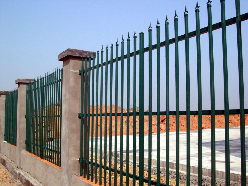 白色锌钢阳台护栏图片